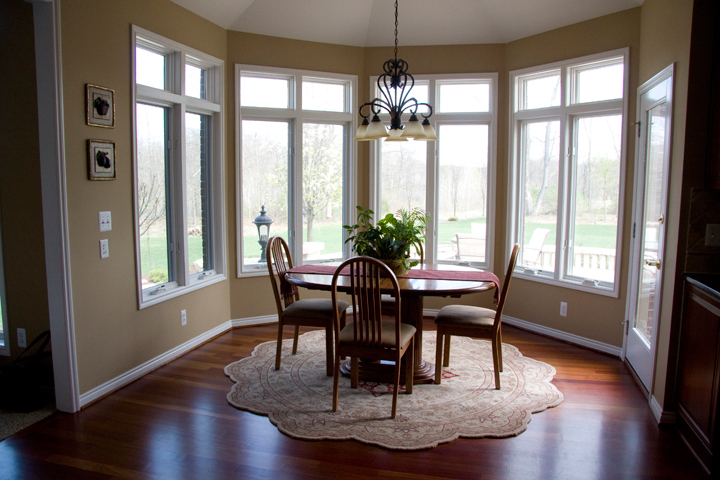 Eating nook with panoramic windows